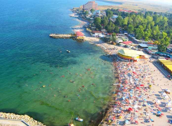 Studenți tratați jalnic pe litoral în Costinești