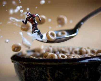 Fotograful care aduce jucăriile la viață - Antman