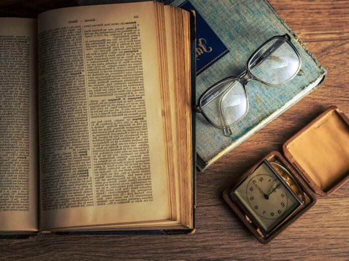 cadouri ideale pentru un iubitor de cărți