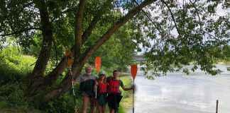 Dan Vilcan, Alice Merk și Pavel Rancz traversează Dunărea cu caiacele