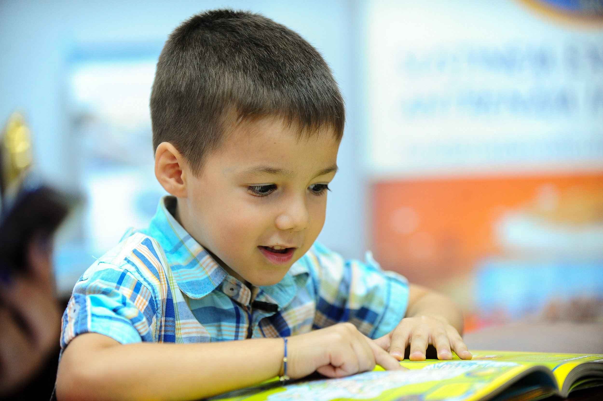La doar 5 ani Radu a devenit cel mai tânăr bursier al Fundației Dan Voiculescu