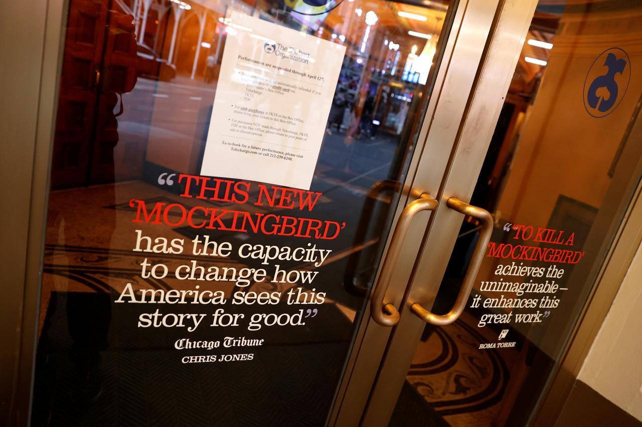 Broadway rămâne închis